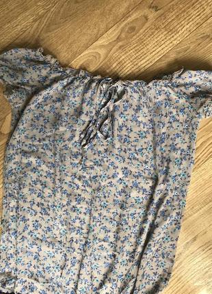 Блузка в мелкий цветочек