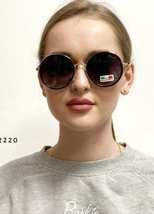 Стильні сонцезахисні окуляри з чорними лінзами к. 2220