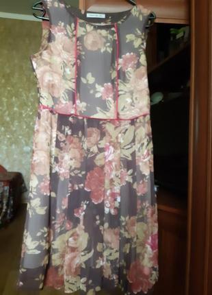 Платье из шифона.
