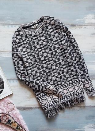 Розовый свитер в орнамент с бахромой m&co