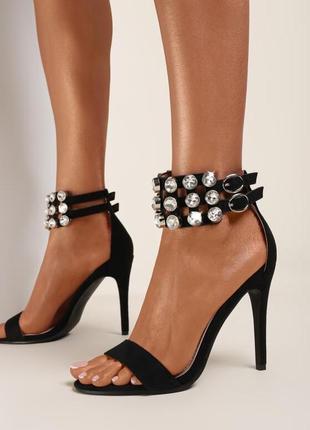 Нові чорні босоніжки на каблуку