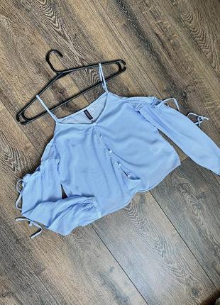 Короткая блуза топ со спущенными рукавами на завязках