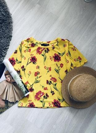 Желтый топ в цветы