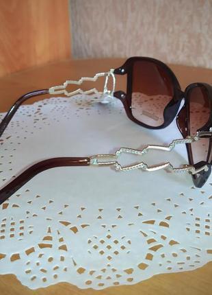 Женские солнцезащитные очки коричневые