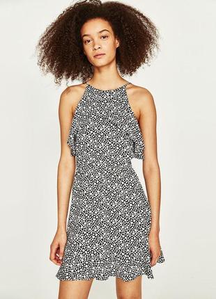 Штапельное базовое платье мини с оборками рюшами цветочный принт ромашки