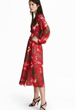 Стильное красное миди платье халат h&m на запах в цветочный принт.
