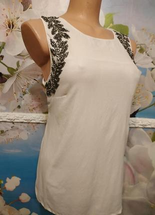 Роскошная шелковая натуральная блуза с декором вышивка бисером на плечах  s-m