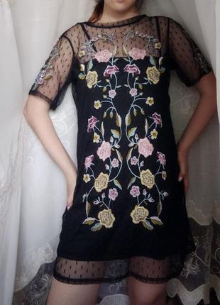 Платье с вышивкой комбинация