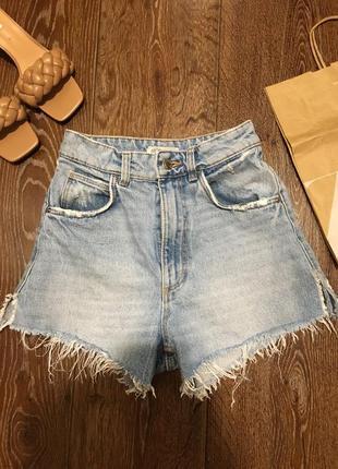 Крутые джинсовые шорты с высокой посадкой фирмы zara