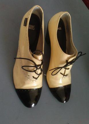Классические туфли на шнуровках