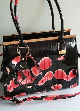 Стильная, красивая лаковая сумка в принт с маками.