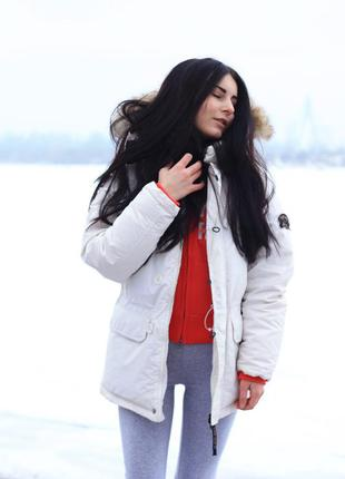 Белый пуховик - зимняя парка