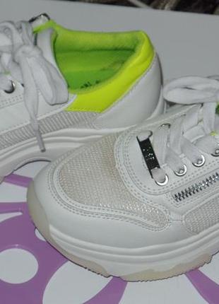 Фирменные кросовки на большой подошве xti р 32-33 идеальное сост3 фото