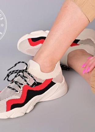 Яркие летние кроссовки / бежевые