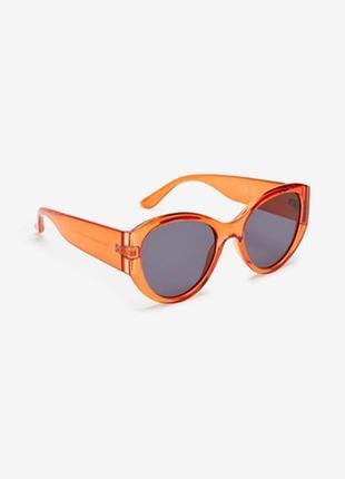 Яркие солнцезащитные очки next