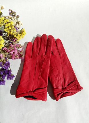 Красные кожаные перчатки next