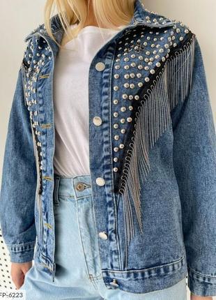 Джинсовка свободного кроя с клепками. джинсовая куртка.