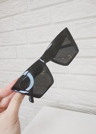 Очки трендовые солнцезащитные с массивной оправой чёрные