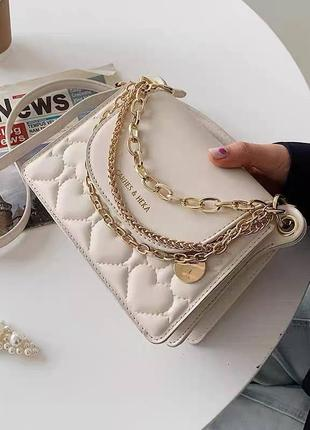 Яркие сумочки с цепочками