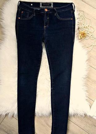 Стильные джинсы скини с высокой посадкой