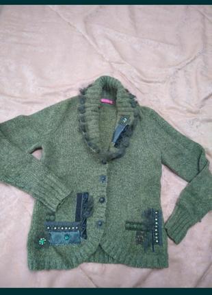 Свитер зеленый шерстяной с мехом кролика и камнями