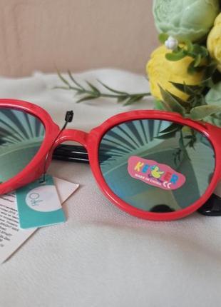 Детские солнечные очки-хамелеон в черно-красном цвете