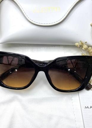 Женские солнцезащитные очки в стиле valentino