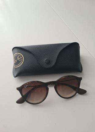 Сонячні окуляри rayban