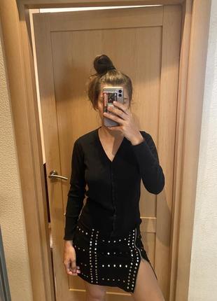 Чёрная кофта на пуговицах с длинными рукавами