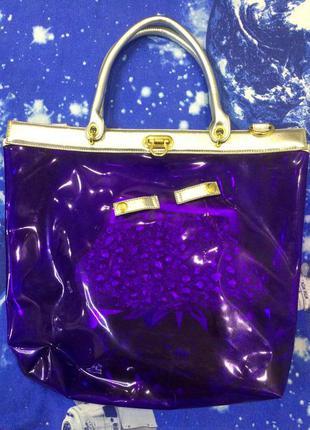 Сумка - шопер фиолетового цвета с серебряной косметичкой и длинной ручкой