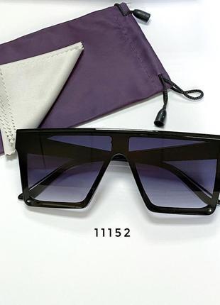 Сонцезахисні окуляри-маска в чорній оправі к. 11152