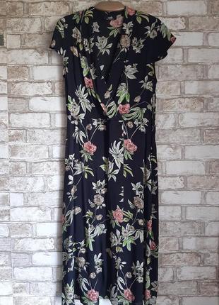 Шикарное платье с декольте и расшито бисером