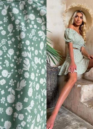 Костюм топ с открытыми плечами и юбка в цветочный принт в цветы