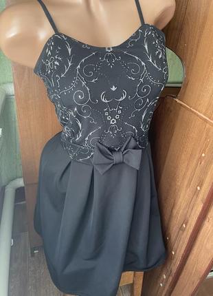 Чёрное платье с серебром и бантом