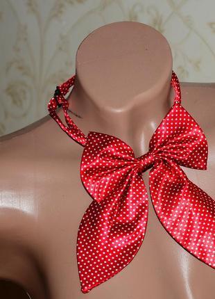 Яркий большой красивый галстук-бант в горошек на шею на замочке