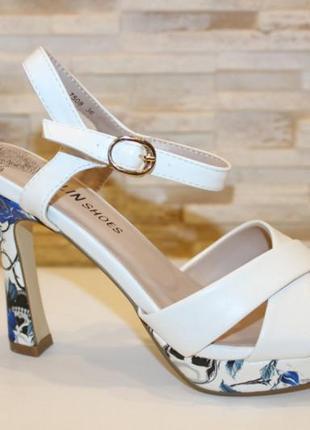 Белые женские босоножки туфли на каблуке с ремешком летние новые - женская летняя обувь 2021