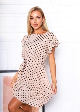 Женское короткое платье в горох
