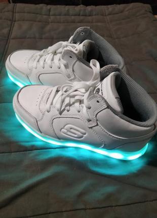 Шкіряні кросівки з led підсвічуванням skechers energy. оригінал