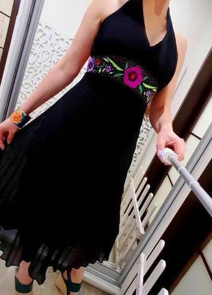 Платье миди роскошное плиссе плисированное с вышивкой оригинал monsoon 36 s нарядное черное