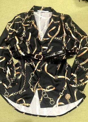Объёмная блуза с воротником.