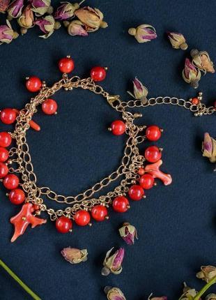 Дизайнерский браслет с натуральными коралловыми подвесочками