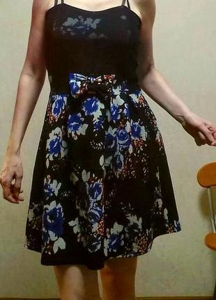 Чёрное платье в цветы