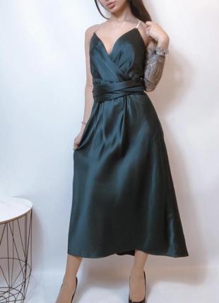 Изумрудное платье с камнями zara