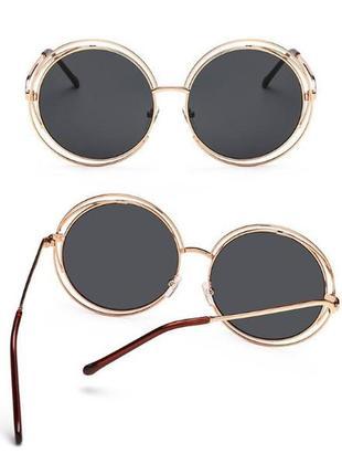 Крупные круглые солнцезащитные очки черные в золотой оправе