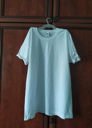 Біла базова футболка