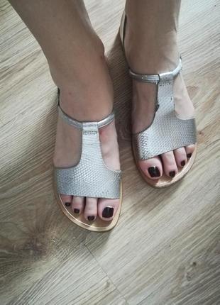 Кожаные серебряные босоножки сандали кожа