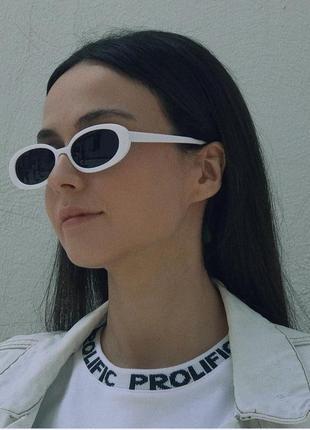 Классные овальные очки солнцезащитные тренд белые узкие ретро окуляри сонцезахисні білі