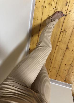 Лосины леггинсы бежевые в рубчик высокая посадка нюд на шнуровке с разрезом