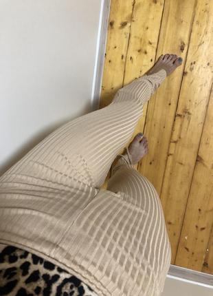 Лосины леггинсы кремовые по фигуре в рубчик на шнуровке с разрезом