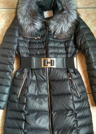 Пуховик-пальто с натуральным мехом.